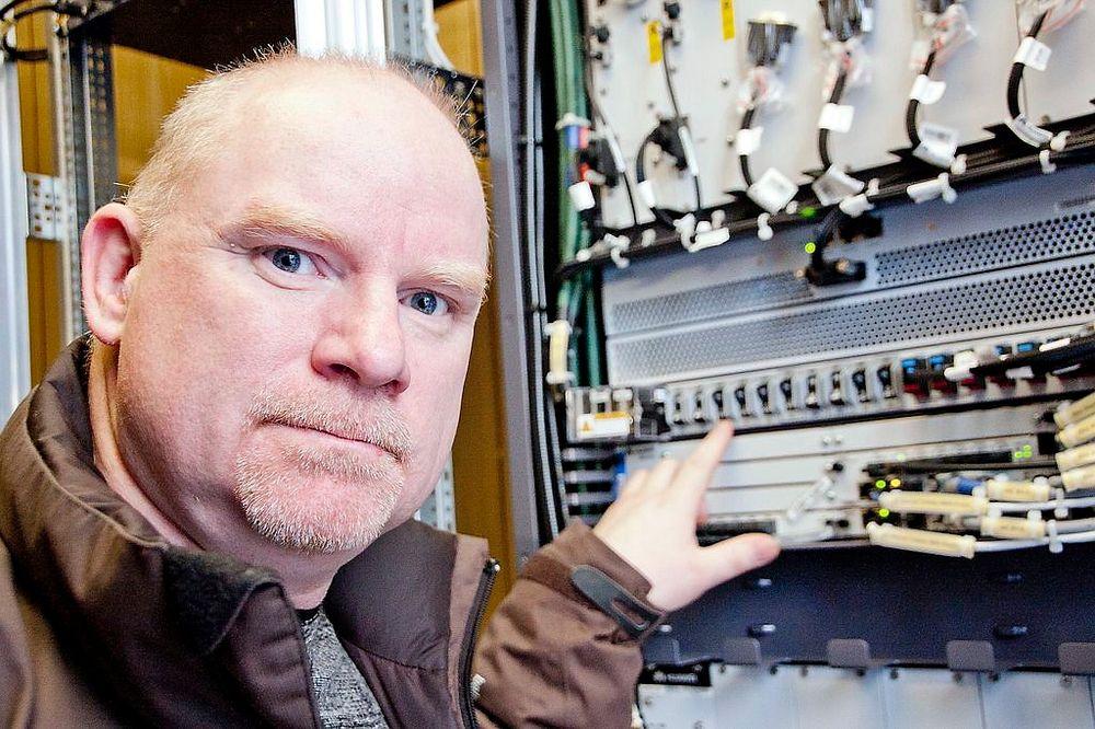 Endelig: Dette har Netcoms dekningsdirektør, Tommy Johansen, lengtet etter de siste årene; å få skru på basestasjonene som har vært ferdig utbygget for 800 MHz.