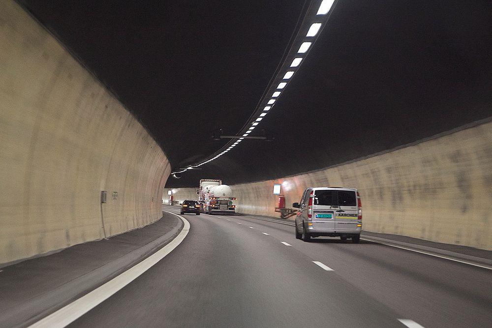Nødnettet skal på plass først, men deretter blir det klart for DAB i norske vegtunneler. De som allerede har FM blir oppgradert, mens nye riksvegtunneler må være over 500 meter.
