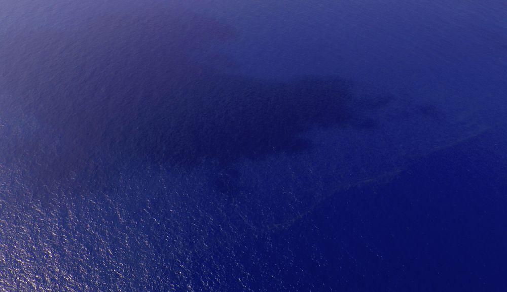 Oljesøl er observert i havområdene sør for Vietnam, noe som kan være flydrivstoff. Det er også sett gjenstander som kan være vrakrester i sjøområdene der et Boeing 777-fly fra Malaysia Airlines forsvant.