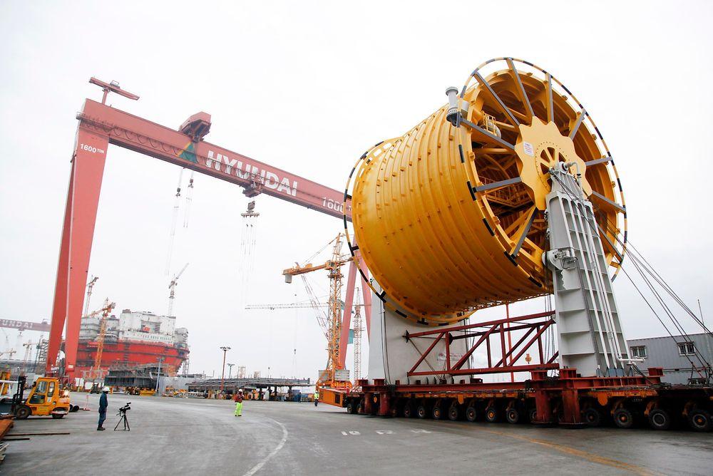 Sikker: Lossesystemet på Goliat blir et av de sikreste laget for offshoreoperasjoner, og det er også det største av sitt slag. Her er trommelen på verftet i Korea, hvor den skal monteres på plattformen.