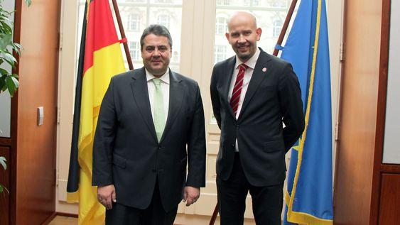 Tord Lien møtte tysklands nærings- og energiminister Sigmar Gabriel i dag.