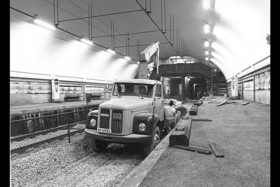 Valkyrien plass stasjon nær Majorstuen stasjon er hovedstadens mest kjente spøkelsesstasjon, og ble bygget som følge av et uhell.