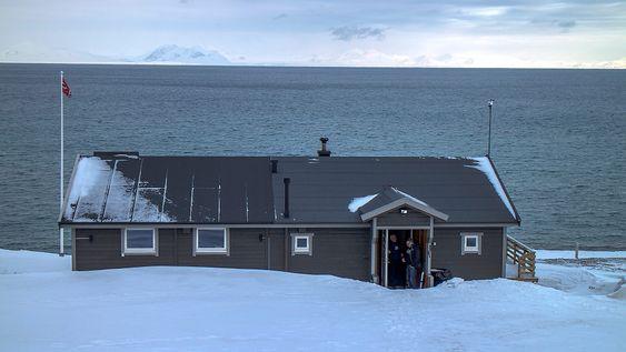 Vinterlig sjøhytte: Det er ikke badetemperaturen som frister i hytta til Svein Nordal. Men for teknologielskere er den et funn.