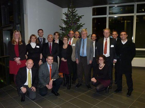 Komiteen ISO/TC 279 som har jobbet med en europeisk standard for innovasjonsprosessen samlet til siste møte rett før jul. De tre norske representantene står i bakerste rekke fra venstre: Helén Johansen Blanco, Turid Buvik og Magnus Hakvåg.