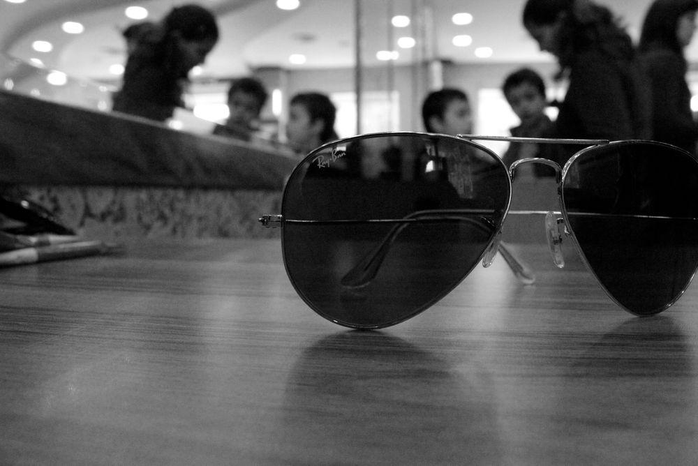 Kanskje kan Ray Bans velkjente pilotbriller eller Wayfarers få Google Glass-implementering i framtiden?