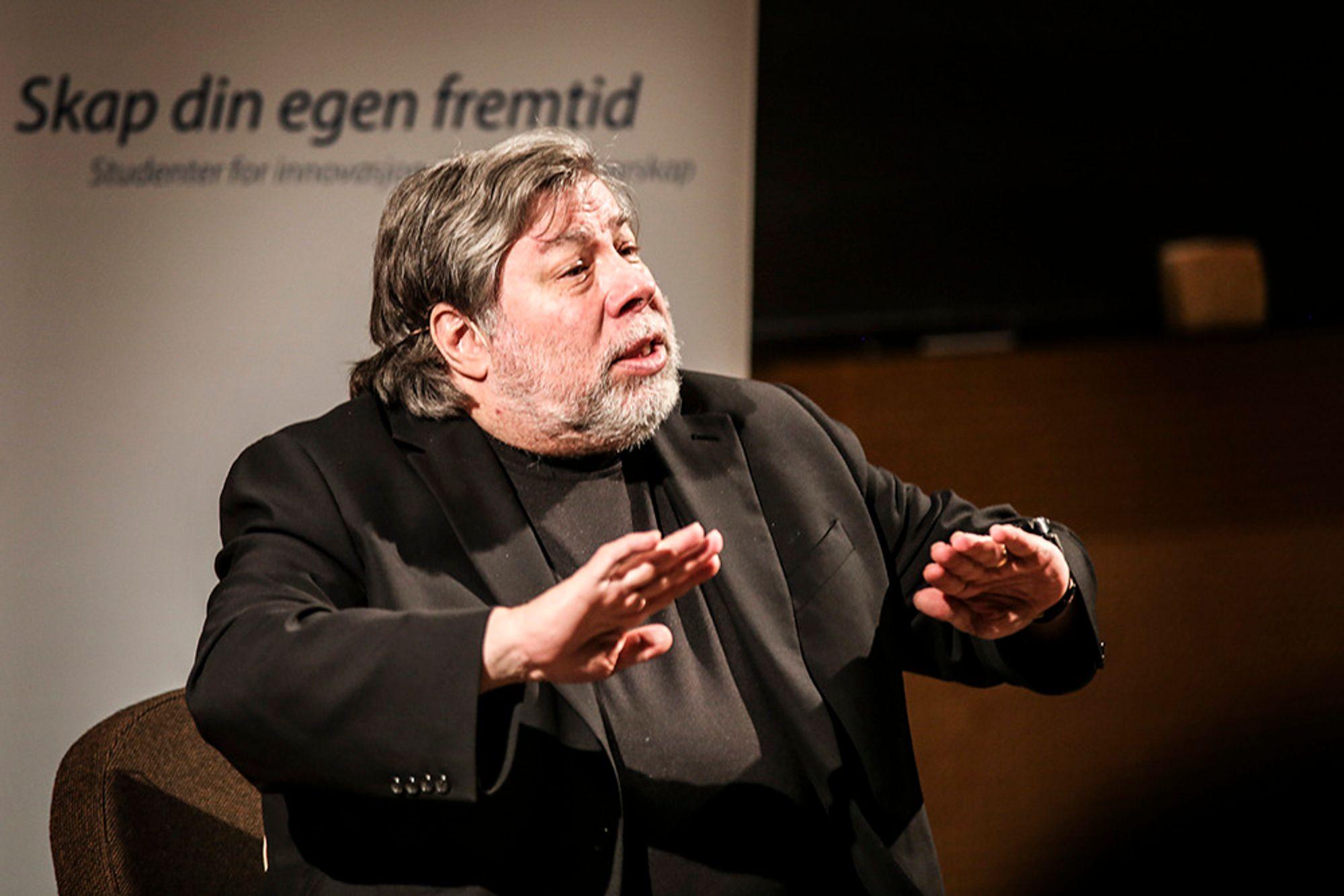 Da Apple-gründer Steve Wozniak gjestet NTNU, ba han unge entreprenører følge ideene sine og avslørte at en velkjent Apple-historie bare er bløff. - Han kan ha en større stjerne hos ingeniører enn Steve Jobs, sier dataekspert.