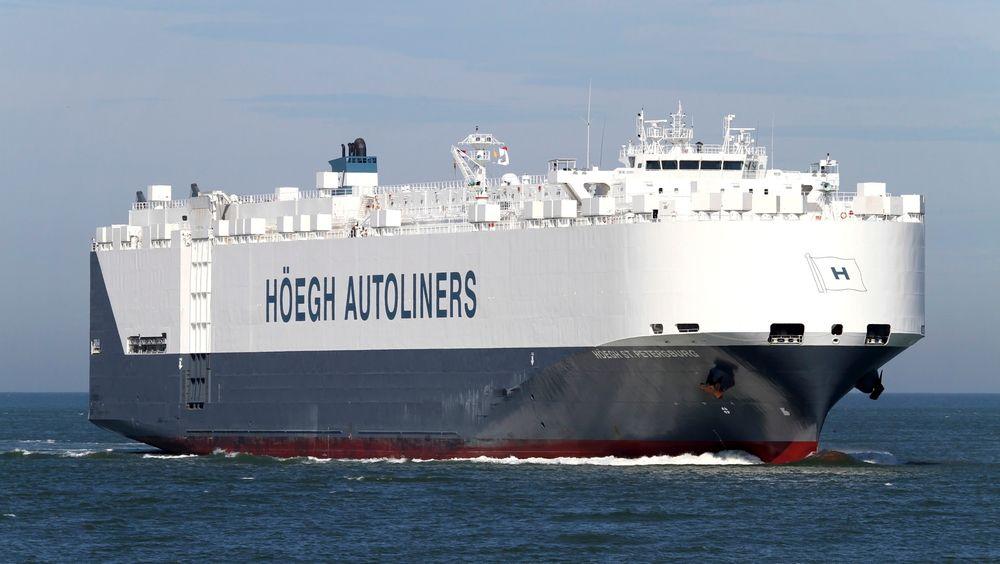 Arkivbilde av Høegh-skipet St. Petersburg som torsdag nådde fram til området sørvest av Australia hvor det kan være observert vrakrester etter det savnede flyet fra Malaysian Airlines.