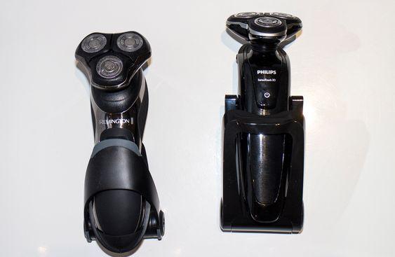 I ladedokken: Begge maskinene lades i en enkel dokk som gor kontakt til de to elektrodene på maskinene.