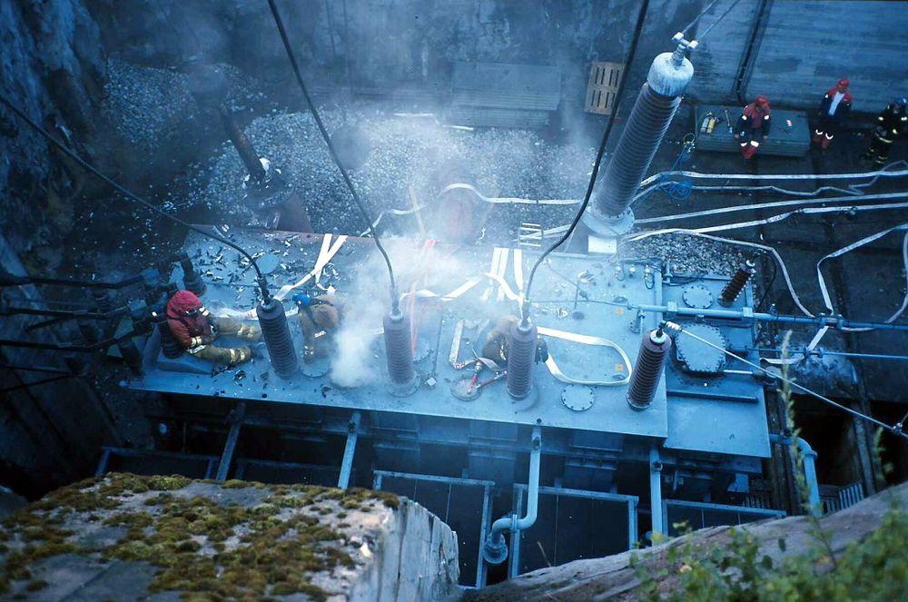 Dette anlegget i Skien er en av trafostasjonene i Norge som har vært rammet av eksplosjon. Hendelsen inntraff i juni 2000 og resulterte i brann og et omfattende oljeutslipp.