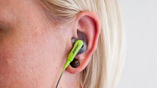 Treningsplugger som sitter fantastisk godt i øret