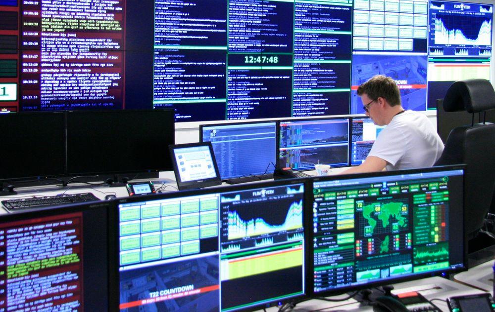 Når nasjonal sikkerhetsmåned kjøres i gang fra denne uken, er utgahgspunktet at de fleste bedriftene ikke er klar over verken risiko eller faktiske angrep. Her fra datatrafikkovervåking hos Nasjonal sikkerhetsmyndighet.