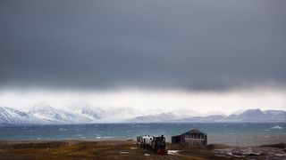 Bli med til verdens nordligste bosetning. Her bor det 35 mennesker
