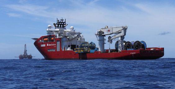 Avansert: Aker Wayfarer ble levert i oktober 2010 og var ett av verdens mest avanserte og store offshoreskip med sine 157  x 27 meter l/b og 400 tonns kran og 10.500 dødvekttonn.