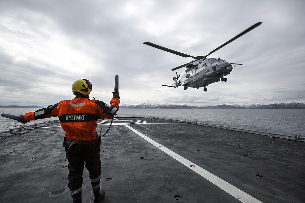 Siden mai har norske NH90-helikoptre trent på KV Senja.