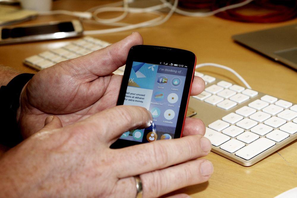 Hemmeligheten bak den lave prisen på Telenors smarttelefon ligger i hvordan Firefox-operativsystemet håndterer applikasjonene.