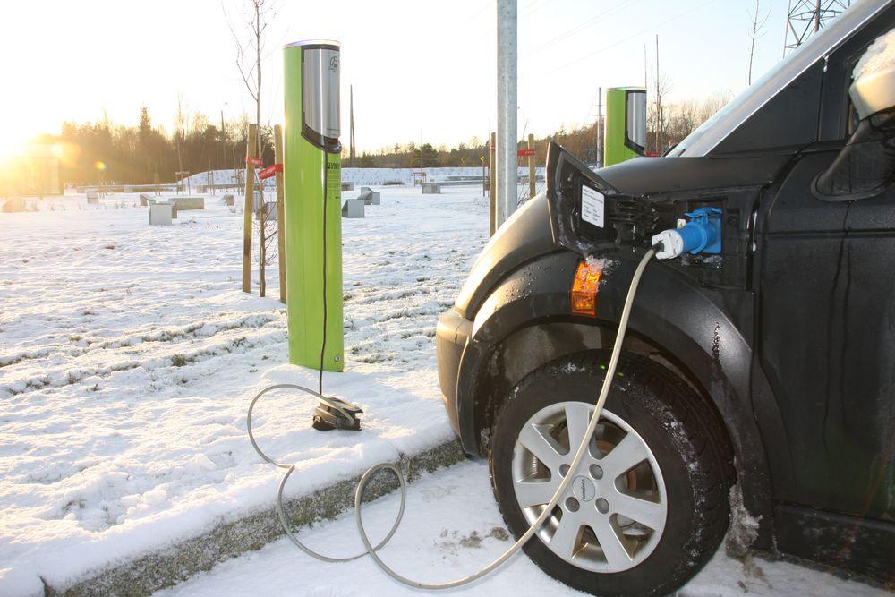 Ved å spare energibruken til setevarmere i elbil håper tyske forskere på å øke elbilens popularitet.