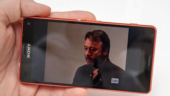 Takket være stereohøyttalere i front og en god skjerm, egner denne telefonen seg meget bra til video.