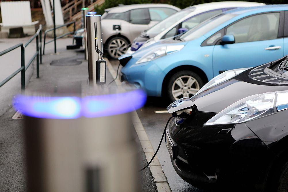 Professor Anders Hammer Strømman ved NTNU forventer at utslippene fra produksjonen av elbiler vil gå nedover.