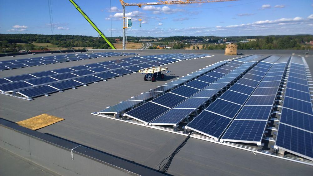 I fjor høst åpnetNorges største solcelleanlegg (370 kW) på taket av Askos varelagerbygninger i Vestby.