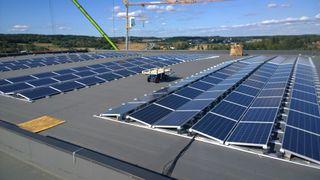 Tirsdag åpner det som blir Norges største solcelleanlegg