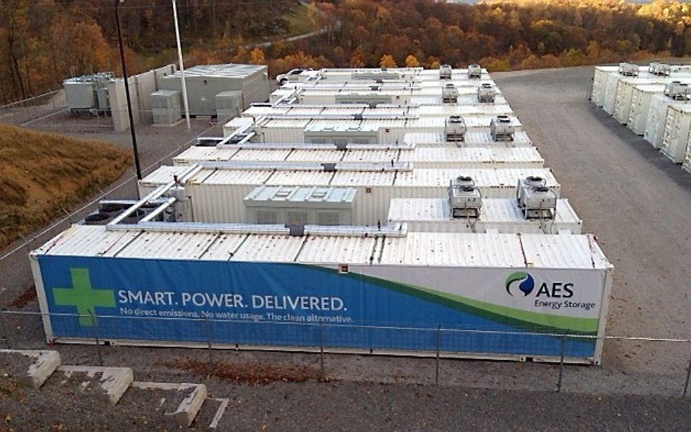 Litiumionebatterisystemet i Laurel Mountain i West Virginia, eid av selskapet AES, har en effekt på hele 32 MW, og lagrer energien fra en vindpark like ved. Det finnes flere andre batteriisystemer ulike steder i verden på flere titalls MW, men neppe noe som kan matche de over 150 MW som ville trenges på Nyhamna.