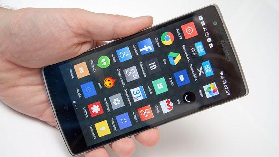 Appmenyen er nærmest identisk med standard Android.