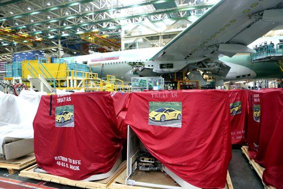 På Boeings Everett-fabrikk er flysetene dekket til med en klar advarsel til dem som skal montere dem: De skal behandles som en ny Lamborghini.