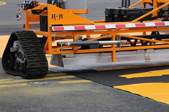 Den nye plastmerkingen testes på Oslo lufthavn denne vintersesongen.