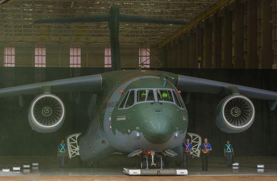 Transport- og tankflyet KC-390 fra Embraer Defense & Security skal etter planen i lufta for første gang i løpet av 2014.