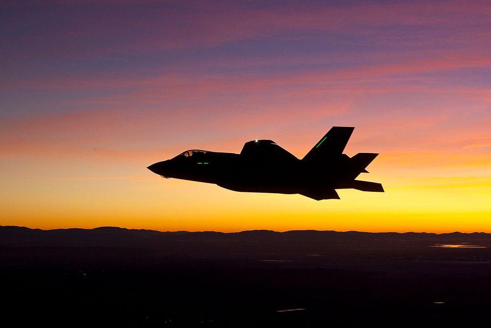 Lite norsk: F-35A gjør stadig framskritt i testprogrammet, her fra den første nattflygingen i januar, men den norske industrideltakelsen i F-35-programmet er ikke blitt særlig større de siste årene. Foto: Lockheed Martin