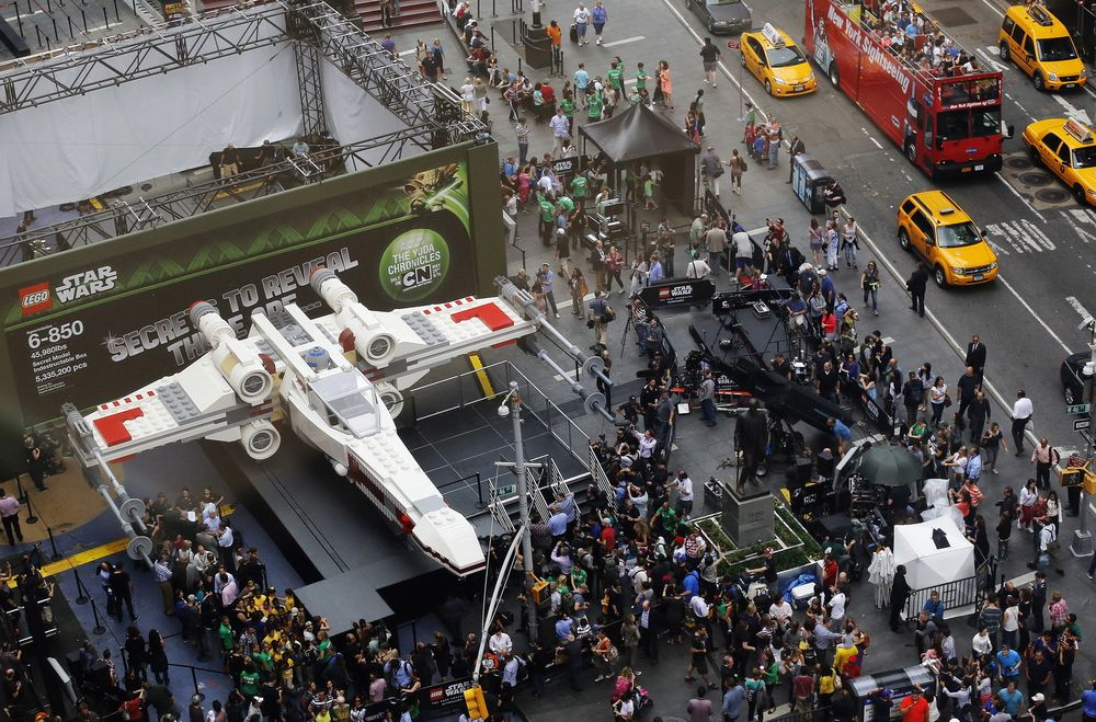 Verdens største Lego-byggverk ble avduket i New York fredag.