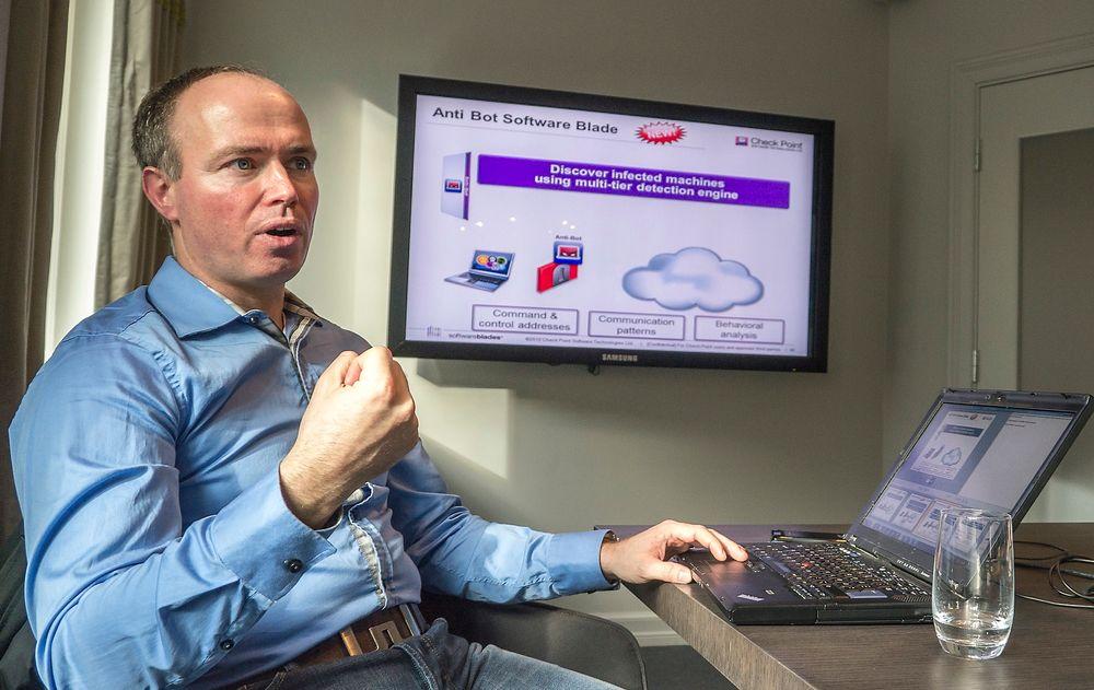 Sikkerhetsekspert i sikkerhetsselskapet CheckPoint, Christian Sandberg forteller at de kommer med ny teknologi som kan beskytte selskaper ved å åpne vedlegg de mottar i et emulert miljø for å se om de gjør ting de ikke skulle.
