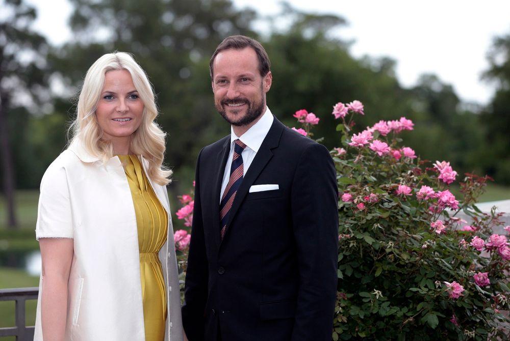 ENGASJERTE I NORSK TEKNOLOGI: Her ses kronprinsesse Mette-Marit og kronprins Haakon på River Oaks Country Club i forbindelse med Innovasjon Norges buffet i Houston mandag.