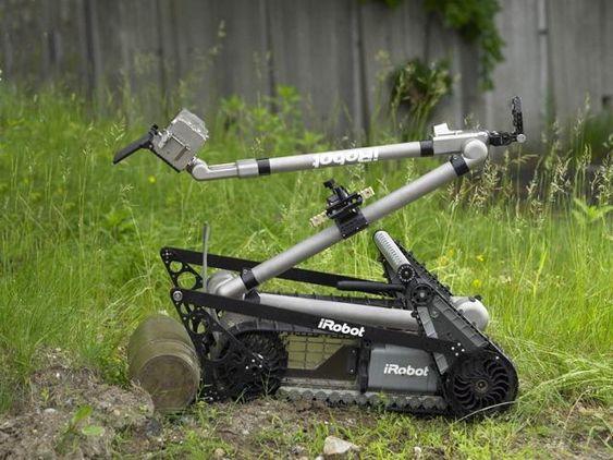 iRobot ble stiftet i 1990 av MIT Robotics, med hensikt å utvikle roboter som skulle forbedre liv. Neste år skal den fungere som vaktrobot under fotball-VM i Brasil. Den skal også overåvåke OL i 2016 og beskytte paven.