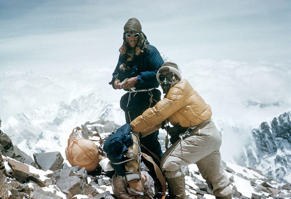 Sir Edmund Hillary og Tenzing Norgay nådde toppen av Everest med hvert sitt oksygenapparat med åpent kretsløp. Bildet er tatt på sør-ryggen av fjellet.