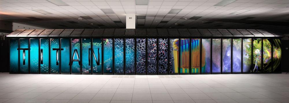 Enorm: Verdens kraftigste superdatamaskin, Titan, fyller et helt rom. Om syv år kan tilsvarende kraft ta ned mot hundredelen av plassen eller være like stor med hundre ganger ytelsen.