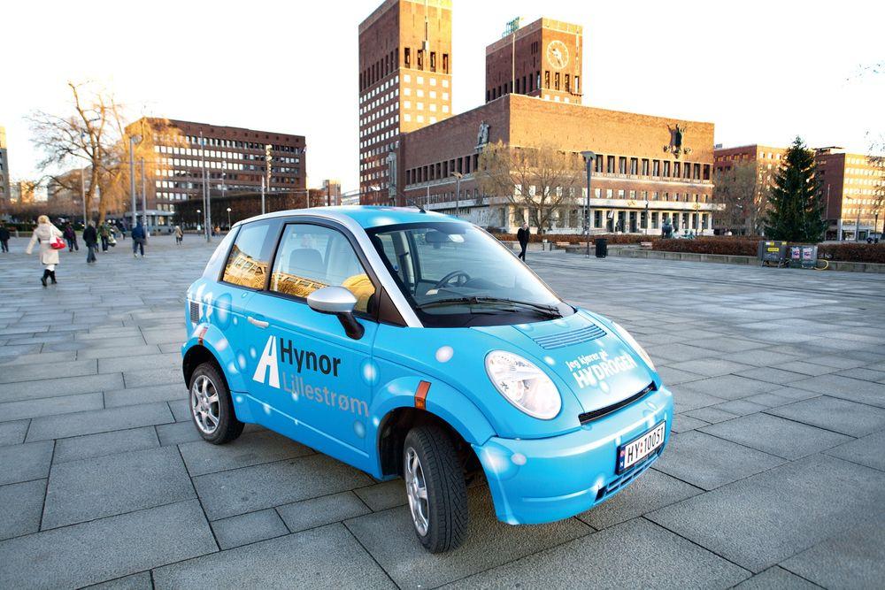 Hydrogenbil: Personbiler på hydrogen, som denne modellen fra Think, har ikke fremtiden for seg, mener styreleder Snorre Sletvold i Norsk Elbilforening.     Foto: H2moves Scandinavia