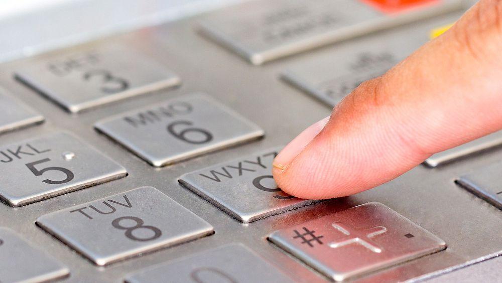 Et nettverk av cyberkriminelle stjal kredittkortinfo og tok ut millioner fra mange ulike minibanker på kort tid.