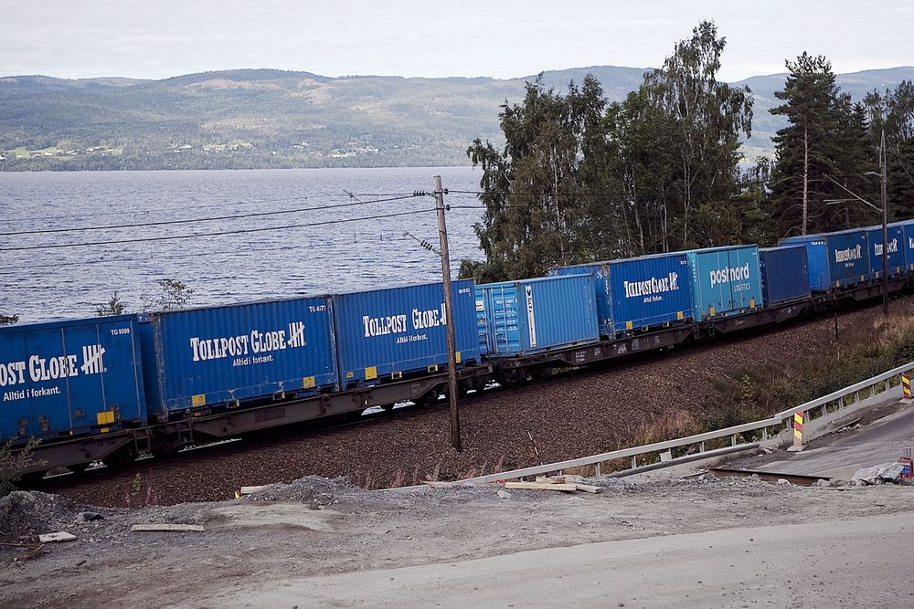 Samferdselsdepartementet ønsker å føre all drift av godsterminaler på jernbane over til Jernbaneverket, uten konkurranse.