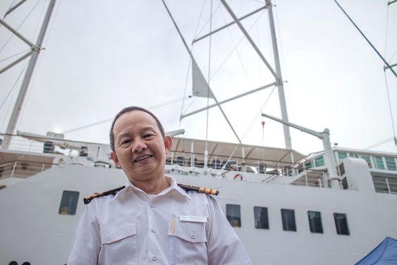 Kan mer en medisin: Skipslegen på Wind Surf, Gary Razon, har tjenestegjort på seilskipet i fem år og kunne mer enn å diagnostisere sjøsyke.