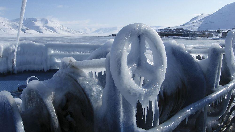 Faren for ising på skip er større jo lengre nord man kommer og kan være farlig for mannskap og skip.