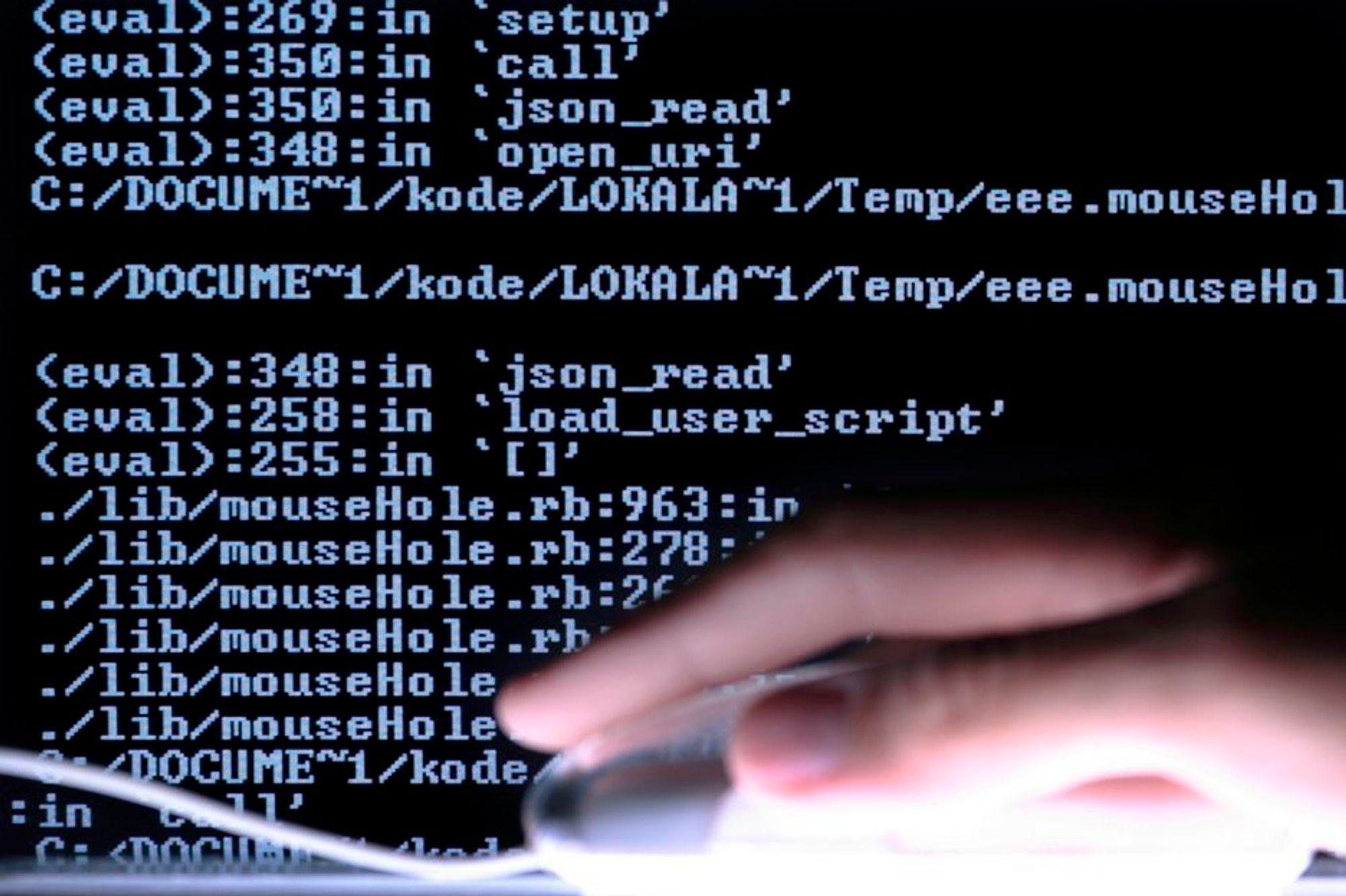 CYBERKRIG?: Stadig flere spekulerer på om Stuxnet-ormen, som også har rammet Norge, kan være politisk motivert.