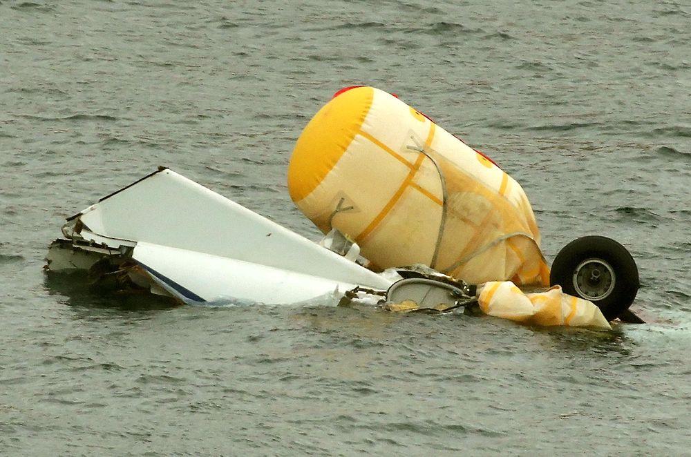 Ifølge AAIB fikk AS332L2-helikopteret i sjøen med understellet først, og tippet deretter fort rundt.