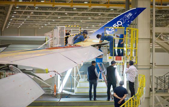 A350 er lett å kjenne igjen på de oppoverbøyde og tilbakestrøkne vingetuppene.