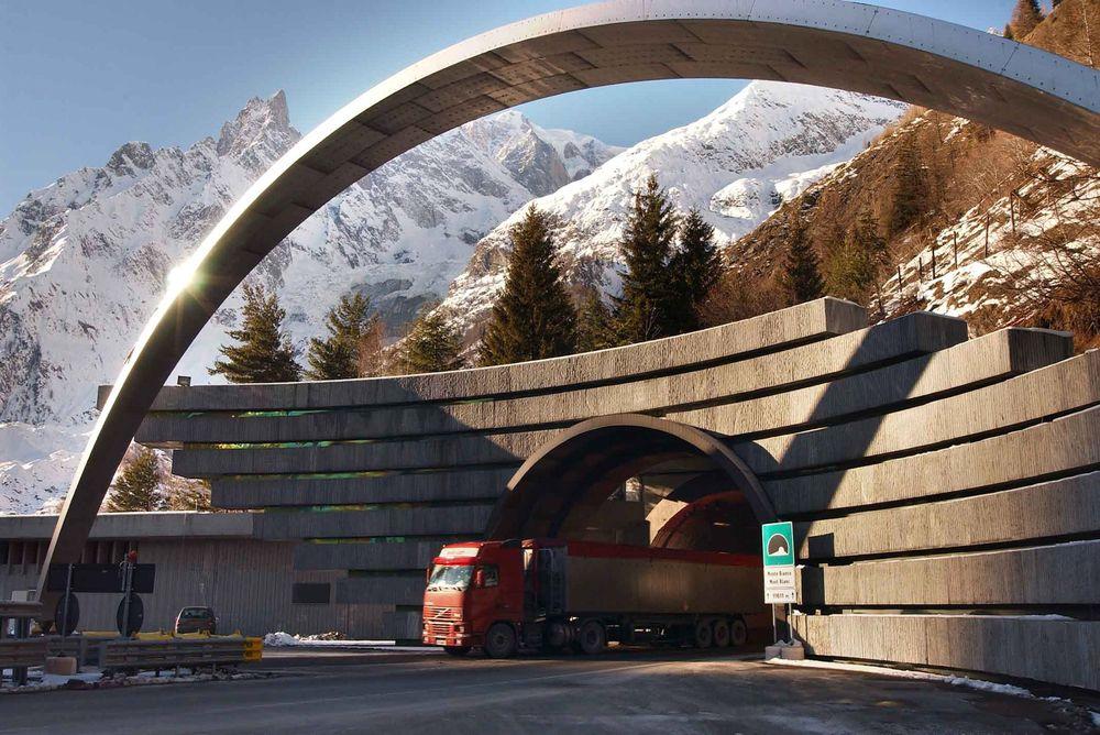 Mont Blanc-tunnelen. Inngangen på italiensk side.