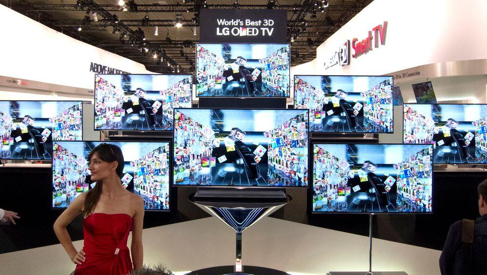 Trykker på knappen: LG har fortalt verden at andre halvår neste år går startskuddet for masseproduksjon av OLED-TV-er. Men vær advart. De blir ikke billige før om mange år.