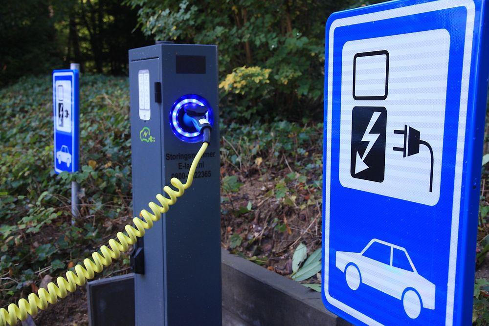 SMÅTT: Både energi- og it-bransjen ser at investeringen i smart strøm kan gi smått med gevinster hvis det ikke bakes inn gode analyseverktøy som kan forutse kapasitetsbehovet når det anlegges for eksempel en ladestasjon for el-bil i et område. Likevel er strømselskapene skeptiske til å legge planer for dette.