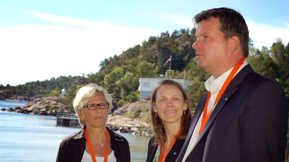 2. nestleder i LO, Hans-Christian Gabrielsen og Tekna-president Lise Lyngsnes Randeberg (midten) mener norsk arbeidsliv er helt unikt innovasjonsmessig. Her sammen med Jorunn Voje fra Elkem.