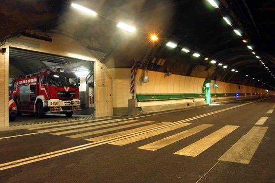 Inne i Mont Blanc-tunnelen er det en egen brannstasjon.