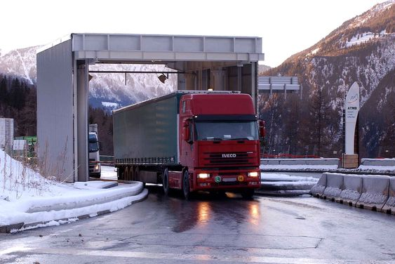 Alle kjøretøy over 3,5 tonn må passere en termografisk scanner før de får kjøre gjennom Mont Blanc-tunnelen.